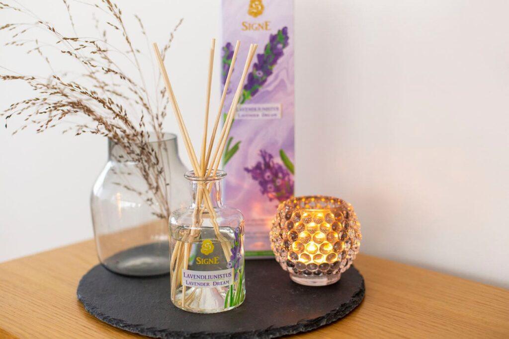Signe kodulõhnastaja lavendliunistus